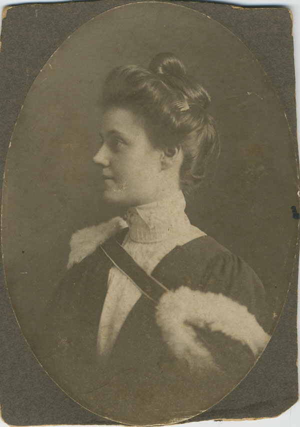 Canadian Julia Grace Wales, upon graduation from McGill University in 1903. Photo: Julia Grace Wales / Library and Archives Canada, e002343768 / PA-182514